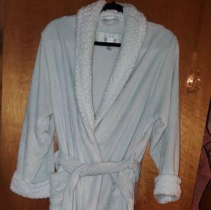 Carole Hockman L Mint Robe